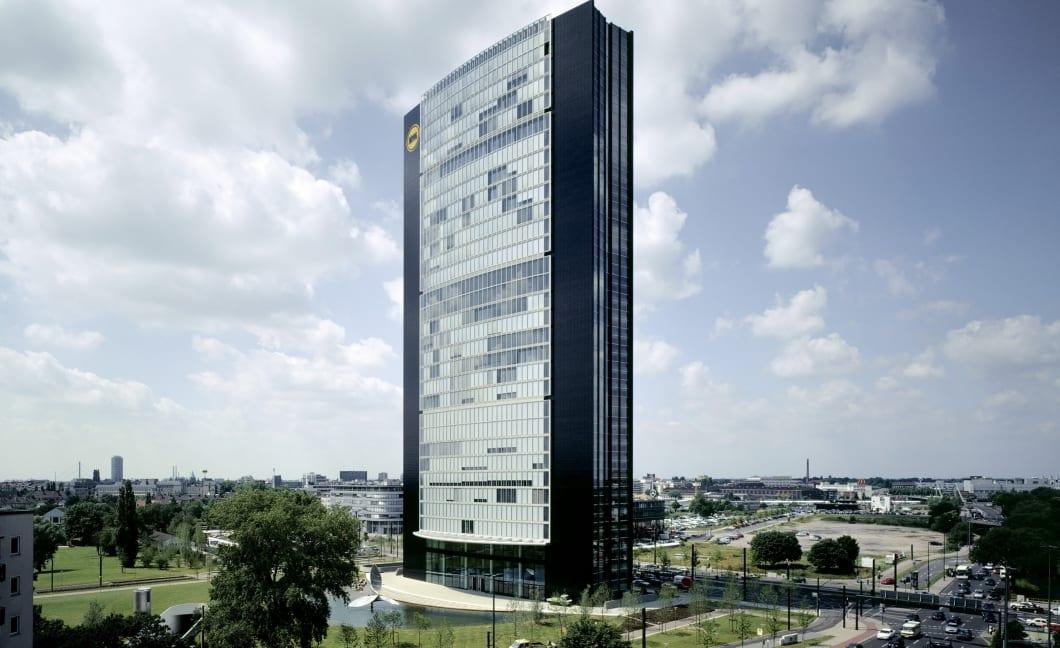 P009 RKW Duesseldorf ARAG Tower Hochhaus glaeserne Haut Zusammenarbeit mit Foster and Partners London Holger Knauf 01