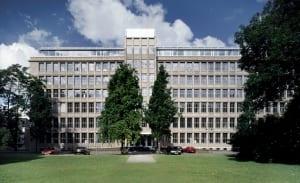 RKW Duesseldorf Feldmuehleplatz 50er Jahre Firmensitz Freshfields Bruckhaus Deringer Entwurf Richard Meier und Partner New York Tomas Riehle 01