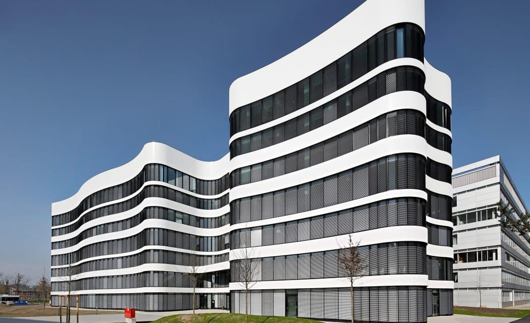 RKW Duesseldorf Panta Rhei Businesspark Flughafen Kunstobjekt LEED Gold Ralph Richter 01