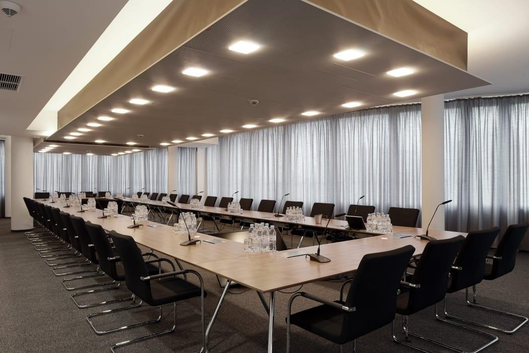 RKW Duesseldorf Panta Rhei Businesspark Flughafen Kunstobjekt LEED Gold Ralph Richter 06