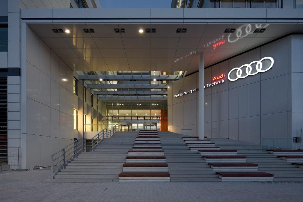RKW Ingolstadt Audi Campus T02 Rechenzenter SE Forum  Pruefstaende Werksgelaende Simultaneous Engineering Bernd Noering 02