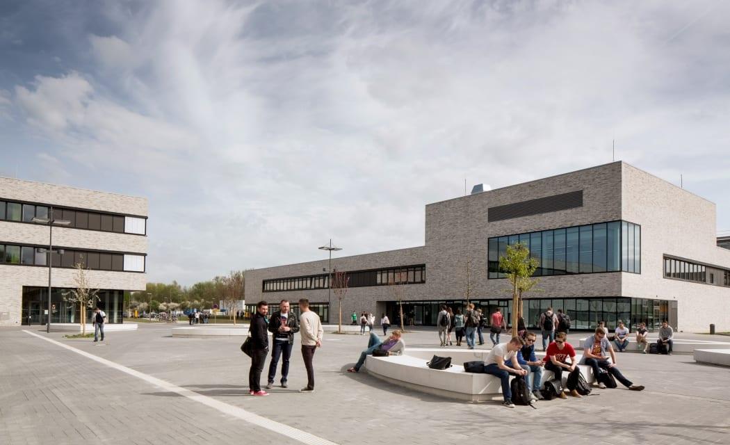 RKW Lippstadt Hochschule Hamm Lippstadt Studenten Fachbereiche Hoersaalzentrum Labore Werkstatt Mediathek Marcus Pietrek 01