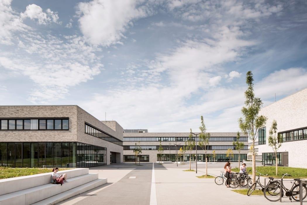 RKW Lippstadt Hochschule Hamm Lippstadt Studenten Fachbereiche Hoersaalzentrum Labore Werkstatt Mediathek Marcus Pietrek 02