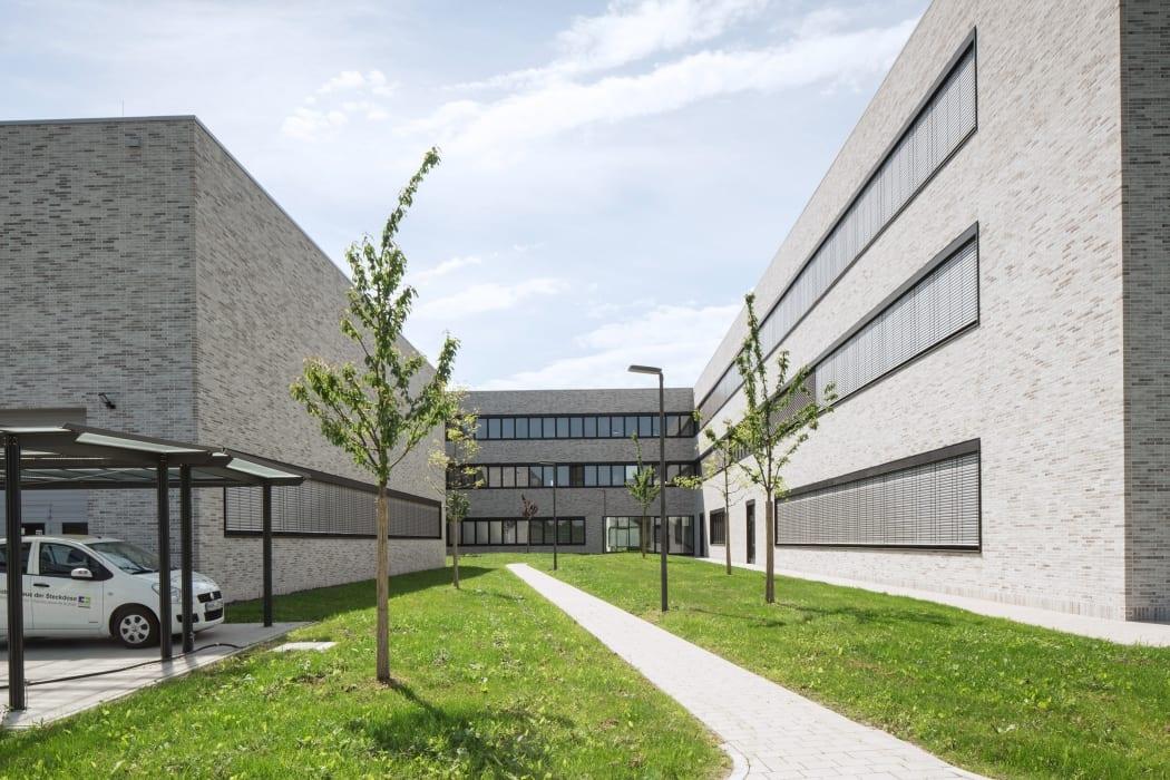RKW Lippstadt Hochschule Hamm Lippstadt Studenten Fachbereiche Hoersaalzentrum Labore Werkstatt Mediathek Marcus Pietrek 05