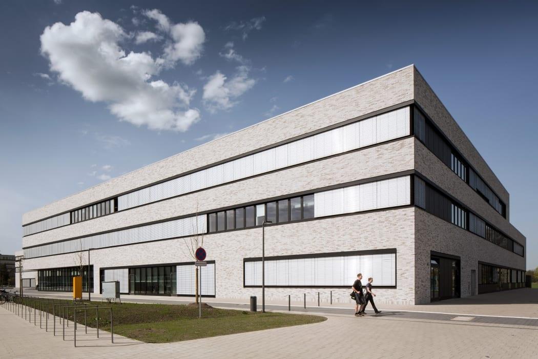 RKW Lippstadt Hochschule Hamm Lippstadt Studenten Fachbereiche Hoersaalzentrum Labore Werkstatt Mediathek Marcus Pietrek 06