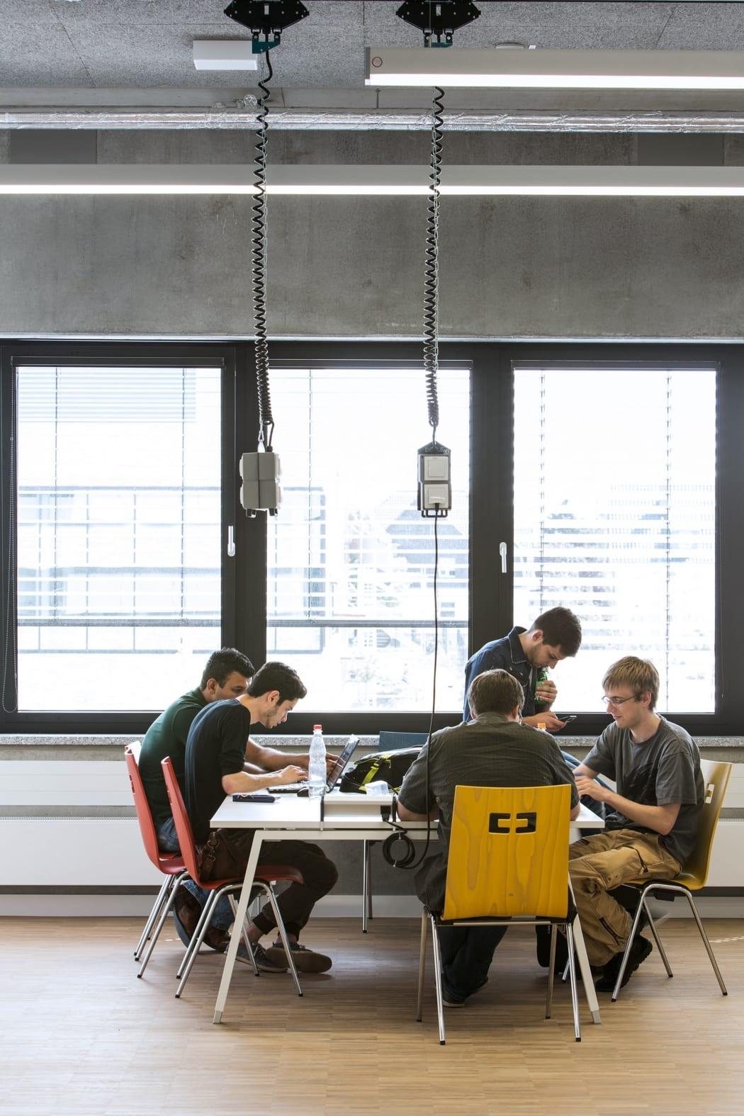 RKW Lippstadt Hochschule Hamm Lippstadt Studenten Fachbereiche Hoersaalzentrum Labore Werkstatt Mediathek Marcus Pietrek 11