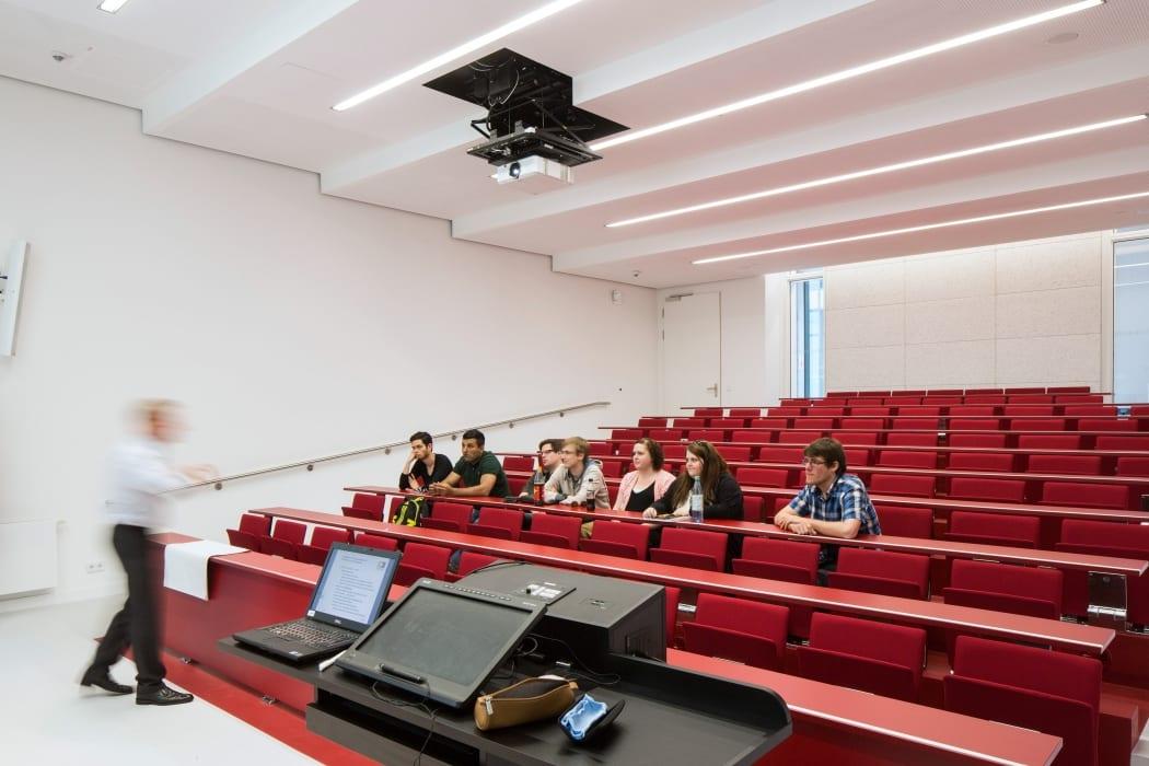 RKW Lippstadt Hochschule Hamm Lippstadt Studenten Fachbereiche Hoersaalzentrum Labore Werkstatt Mediathek Marcus Pietrek 12
