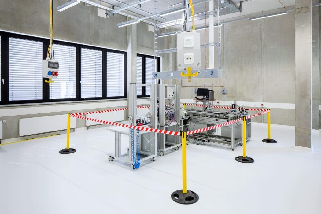 RKW Lippstadt Hochschule Hamm Lippstadt Studenten Fachbereiche Hoersaalzentrum Labore Werkstatt Mediathek Marcus Pietrek 18