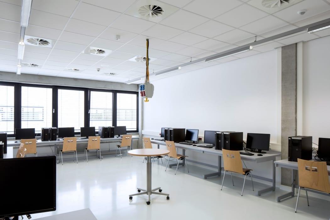 RKW Lippstadt Hochschule Hamm Lippstadt Studenten Fachbereiche Hoersaalzentrum Labore Werkstatt Mediathek Marcus Pietrek 19