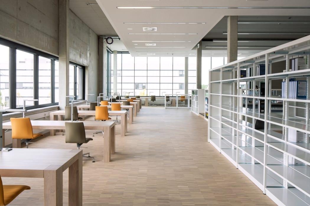 RKW Lippstadt Hochschule Hamm Lippstadt Studenten Fachbereiche Hoersaalzentrum Labore Werkstatt Mediathek Marcus Pietrek 21