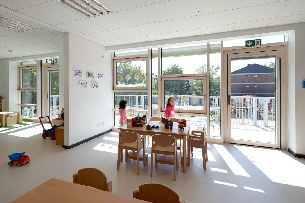 RKW Neuss Christuskirchengemeinde Kirchturm Konrad Adenauer Ring Gemeindezentrum Kindergarten Michael Reisch 05
