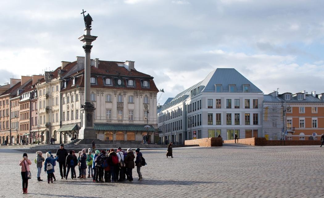 RKW Warschau Polen Geschaeftshaus Plac Zamkowy Schlossplatz UNESCO Altstadt Palace Senatorska Piotr Krajewski 01