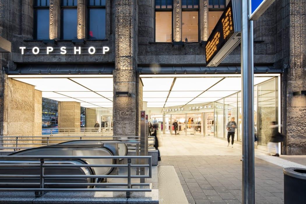 RKW Duesseldorf TOPSHOP Modemarke Shop in Shop Textilanbieter Kaufhof Marcus Pietrek 01