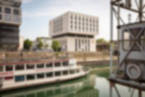 RKW 7 Days Premium Hotel Duisburg Innenhafen Plateno Group Hebebruecke Schwanentor 01