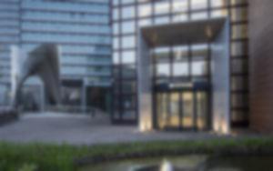RKW DZ Bank Frankfurt Westend Foyer Innenarchitektur Sanierung Sitztreppe Lichtinstallation Foto Marcus Pietrek 10