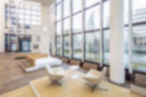 RKW DZ Bank Frankfurt Westend Foyer Innenarchitektur Sanierung Sitztreppe Lichtinstallation Foto Marcus Pietrek 13